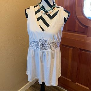 Embroidered white sleeveless tunic